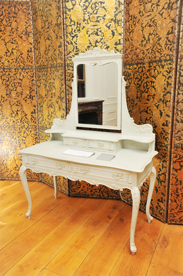 Early 20th Century French 4 drawer dressing table in the style of Louis VI grey exterior and ochre red interior.